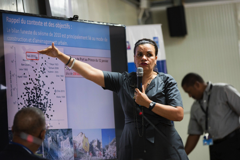 Samira Philip, conseillère technique du PNUD, lors de la conférence débat autour du thème « Évolution de la connaissance et de la prévention du risque sismique en Haïti » le 31 janvier 2019.